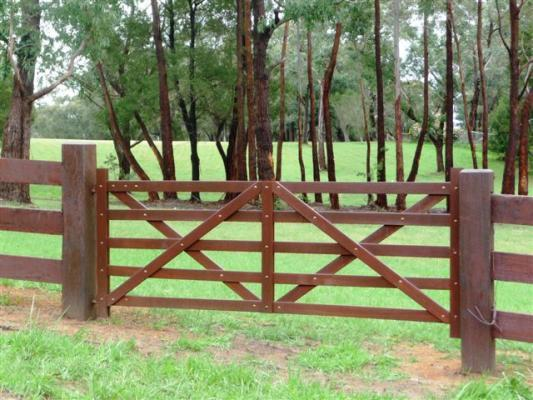 Timber farm gate by norwood products